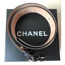 Chanel-Ceinture en cuir noir avec charms-Noir