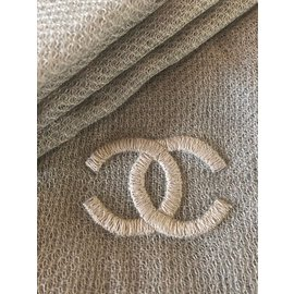 Chanel-Echarpes-Gris