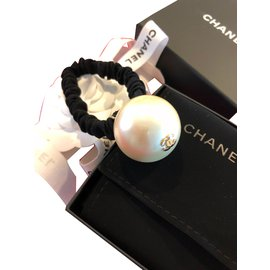 Chanel-Big Pearl hair tie-White