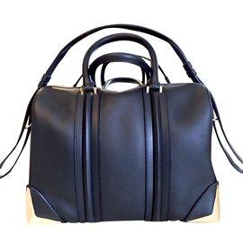 Givenchy-Lucrezia-Black