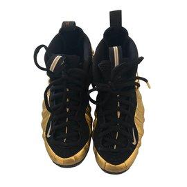 Nike-Sneakers-Black,Ebony