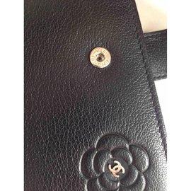 Chanel-Camélia bi-fold-Noir