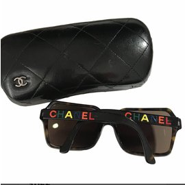 Chanel-Des lunettes de soleil-Marron