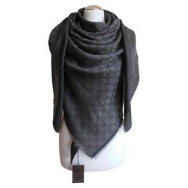 Gucci-Schal-Grau