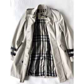 Burberry-Trenchs-Beige