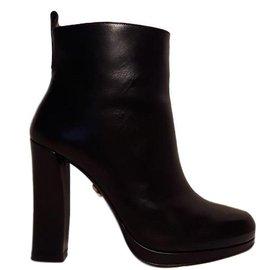 Dorothée Schumacher-Boots-Black