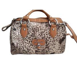 72fc1e546216 Second hand Guess Bags - Joli Closet