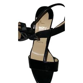 design de qualité b200b 1ec6c Second hand Christian Louboutin Women Sandals - Joli Closet