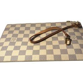 Louis Vuitton-Pochette Damier Azur- qui complète le sac Neverfull-Écru