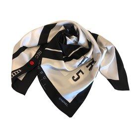 Chanel-Carré soie-Noir