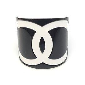 Chanel-Manchette-Noir,Blanc