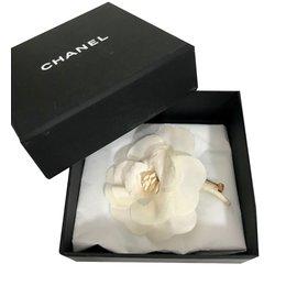 Chanel-Broche Camélia-Blanc cassé