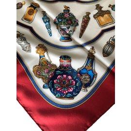 Hermès-Foulards de soie-Rouge,Beige,Bleu Marine