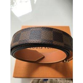 Louis Vuitton-Damiers Ébène avec boucle V-Chocolat