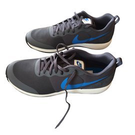 Nike-Trainers-Grey