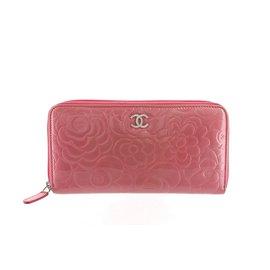 Chanel-Portefeuille en cuir verni camélia-Rose