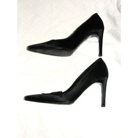 Burberry-Satin pumps-Black