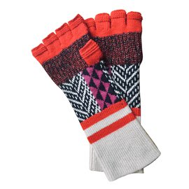 Burberry-mittens-Red