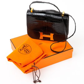 Hermès-Constance 24 in Black Porosus Crocodile-Black