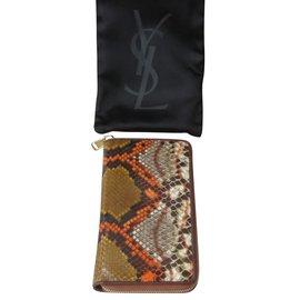 Yves Saint Laurent-Bourses, portefeuilles, cas-Autre