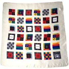 Chanel-Foulards de soie-Multicolore