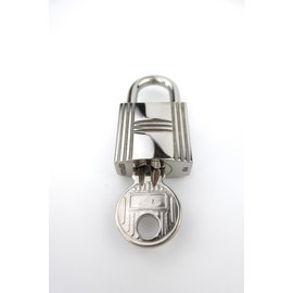 Hermès-Lock number 104 for a Kelly/Birkin-Silvery