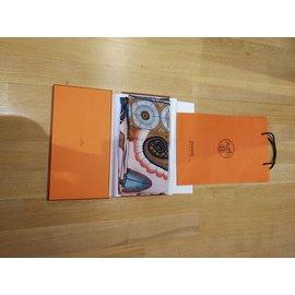 Hermès-châle 140x140-Rose