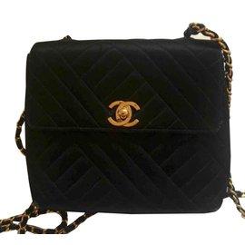 928242b9ce6 Chanel-Sac vintage Timeless en soie-Noir ...