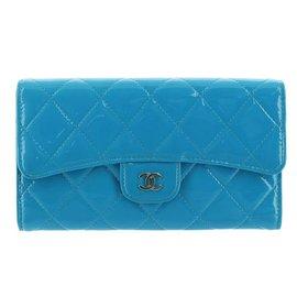 Chanel-Portefeuille Matelasse en cuir verni-Bleu