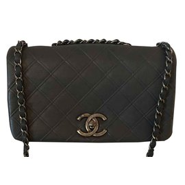Chanel-Timeless-Gris