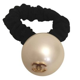 Chanel-Pearl-Black