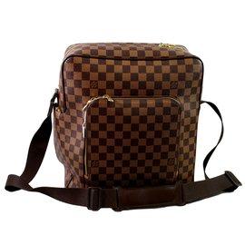 Louis Vuitton-Messenger-Brown