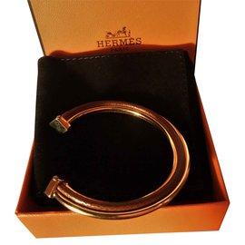 """Hermès-Bracelet Vintage """"Demi Jonc""""en Plaqué Or 18 carats et Cuir Marron-Chataigne"""