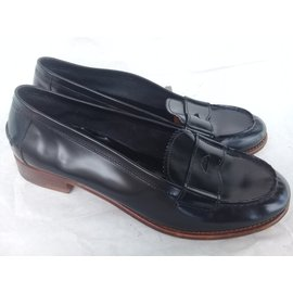 f96fdf2b0b9d Second hand Prada luxury shoes - Joli Closet