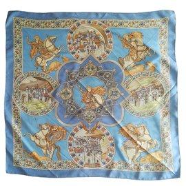"""Hermès-Carré Hermès """"Le triomphe du Paladin"""" signé J.Abadie. Foulard Hermès polychrome-Bleu,Multicolore,Doré,Orange,Bleu clair"""