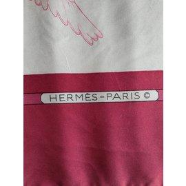 """Hermès-Carré Hermès """"Oiseaux migrateurs"""" Foulard Hermès Rose et Bordeaux-Rose,Rouge,Bordeaux"""