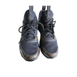 4f45e5ba475c Second hand Louis Vuitton Sneakers - Joli Closet