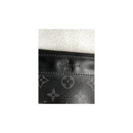 Louis Vuitton-pochette Eclipse-Gris