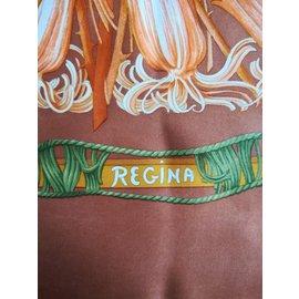 Hermès-Carré 100% Soie, titré Régina, foulard marron signé Leïla Menchari-Marron