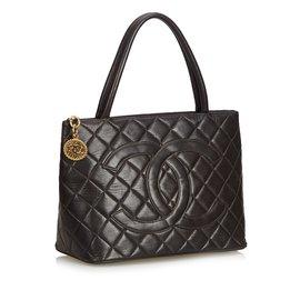 Chanel-cabas en cuir d'agneau avec médaillon-Noir