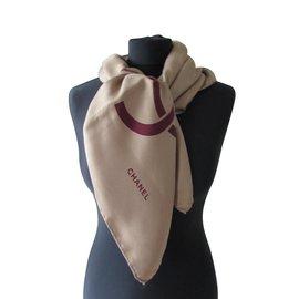 Chanel-Foulards de soie-Beige