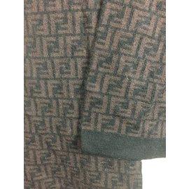 144099d0fa6a ... Fendi-foulard en laine imprimé logo-Marron