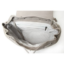 Chanel-Sac à dos à cordon en cuir de veau métallisé-Argenté