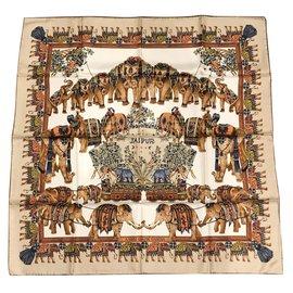 Autre Marque-Carré foulard Soie Imprimée finition main-Beige,Corail ... 05edc88f825