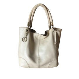 46d7d656de06 Second hand Lancel Handbags - Joli Closet