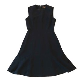 Louis Vuitton-Taille de robe Louis Vuitton 36 fr-Noir