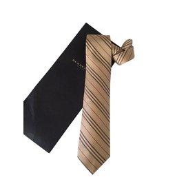 Burberry-Cravates-Beige