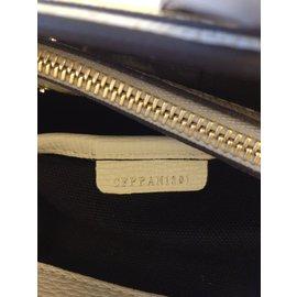 Burberry-La bannière moyenne en cuir avec appliqué ton sur ton-Autre