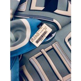 ... Hermès-Foulards de soie-Bleu 107d05ee7bf