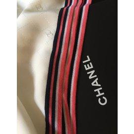 Chanel-Echarpes-Beige